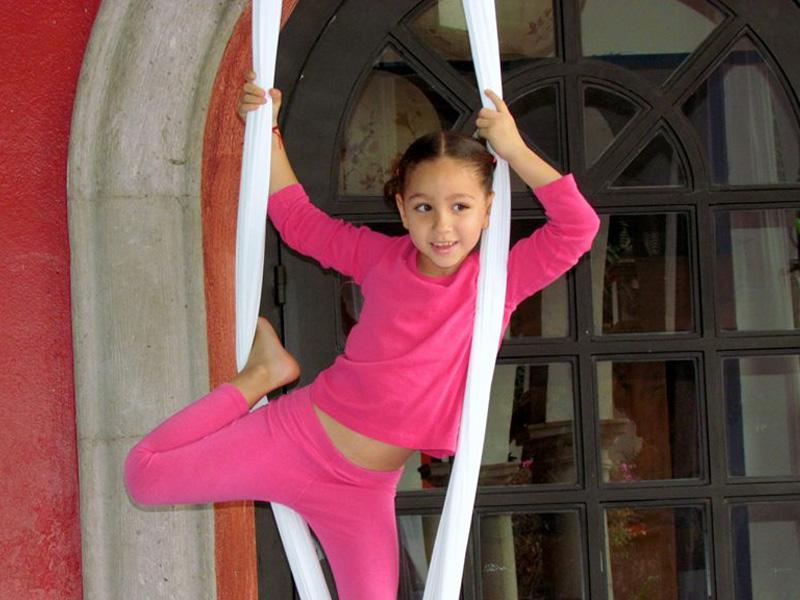 Clases de Circo en Colegio Montessori tierra de Niños Cuernavaca