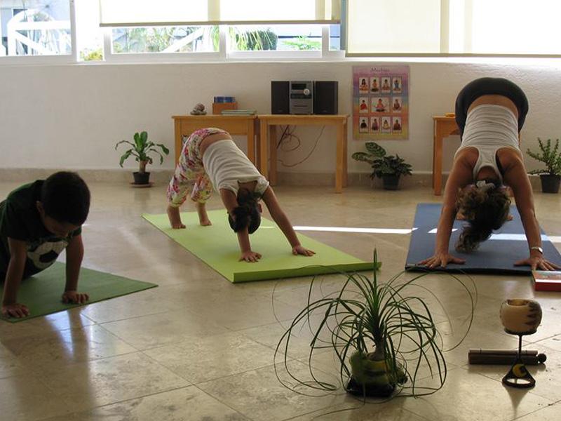 Clases de Yoga en Colegio Montessori tierra de Niños Cuernavaca