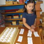 Algunas palabras con el alfabeto móvil Montessori.