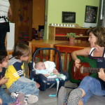 Los niños y yo le cantamos a Nicolas, el estaba feliz!
