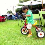 Aprendiendo a andar en el triciclo